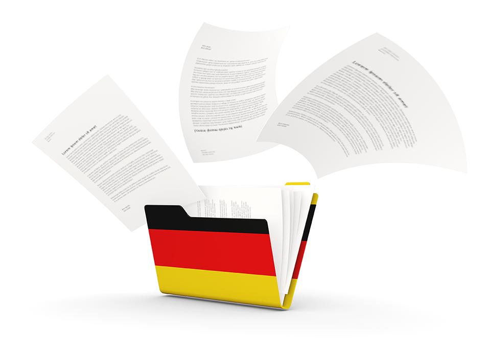 Dossier met de Duitse vlag er op en hypotheek papieren die er uit vliegen