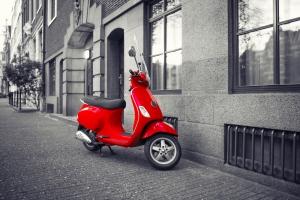 Bromscooter en snorscooter verzekeren tegen diefstal