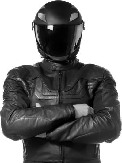 Deze motorrijder heeft een goede helm en kleding voor de motorverzekering
